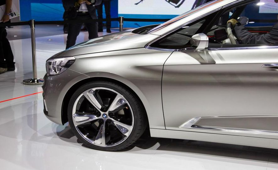 BMW Concept Active Tourer eDrive - Slide 9