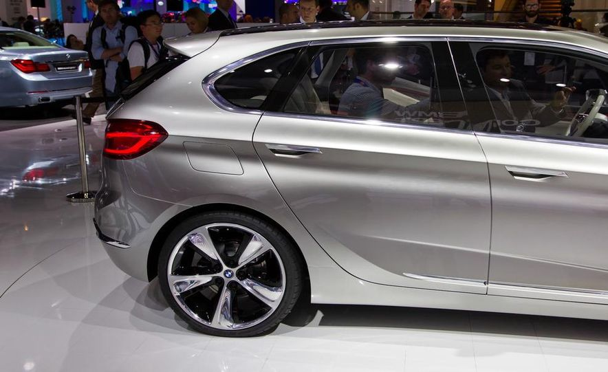 BMW Concept Active Tourer eDrive - Slide 12