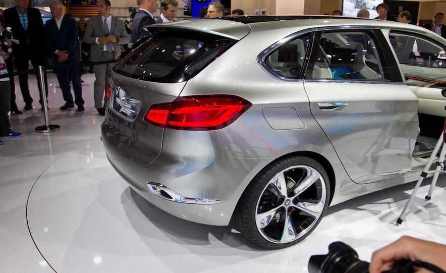 BMW Concept Active Tourer eDrive - Slide 13