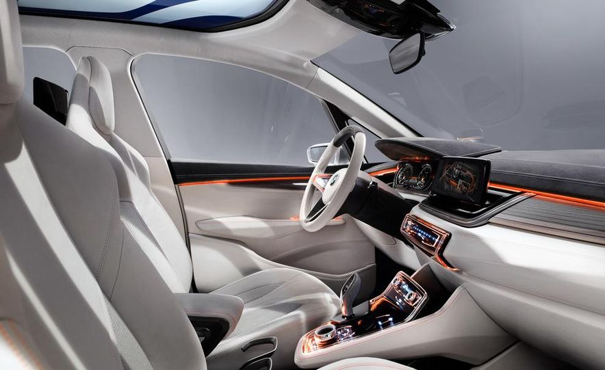 BMW Concept Active Tourer eDrive - Slide 33