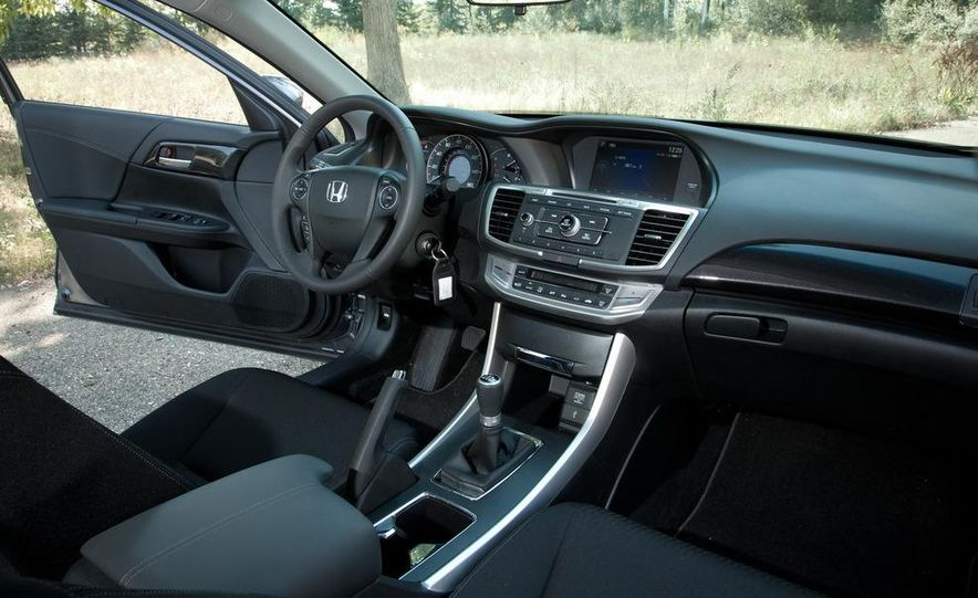 2013 Honda Accord Sport sedan - Slide 17
