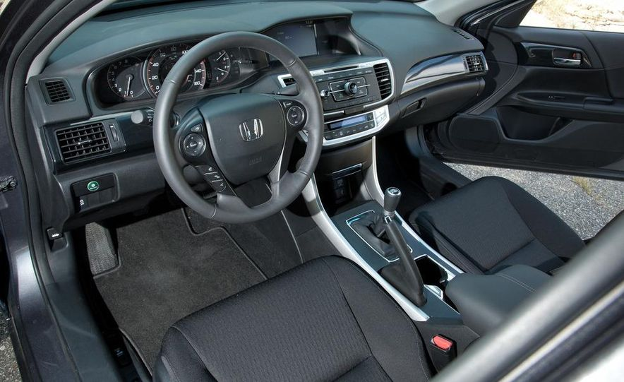 2013 Honda Accord Sport sedan - Slide 18
