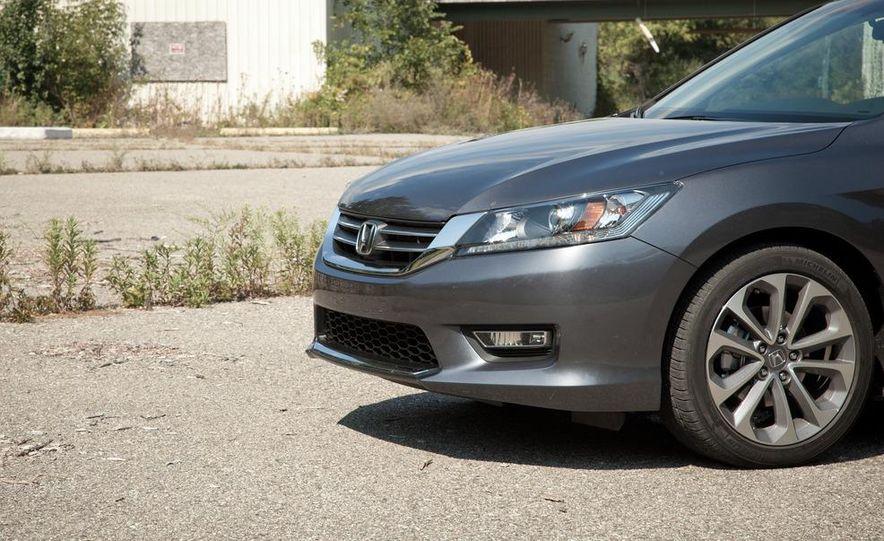 2013 Honda Accord Sport sedan - Slide 10