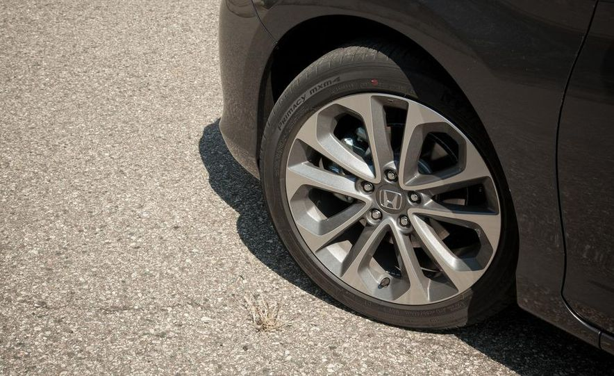 2013 Honda Accord Sport sedan - Slide 14