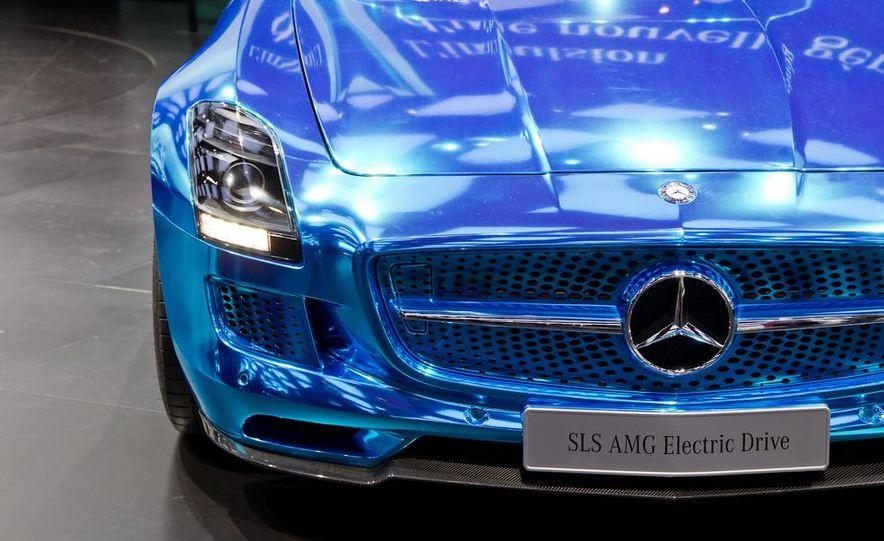 2014 Mercedes-Benz SLS AMG Electric Drive - Slide 15