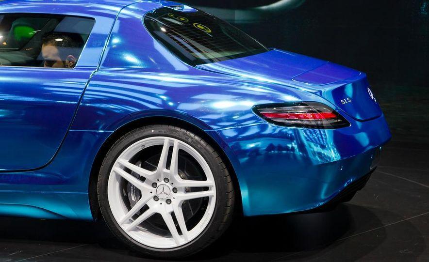 2014 Mercedes-Benz SLS AMG Electric Drive - Slide 17