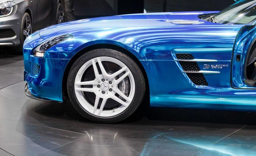 2014 Mercedes-Benz SLS AMG Electric Drive - Slide 18