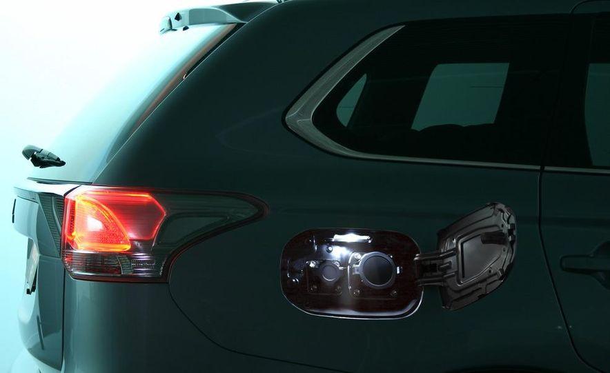 2013 Mitsubishi Outlander Plug-In Hybrid - Slide 12