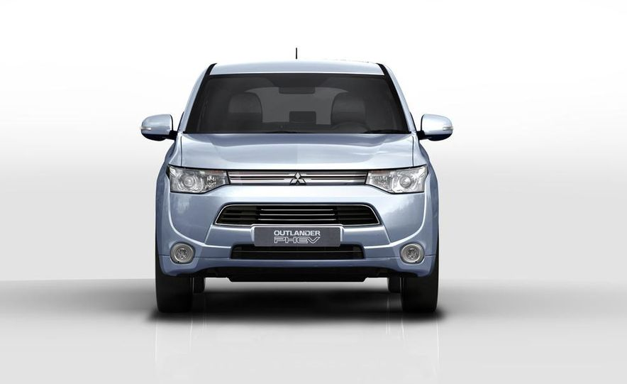 2013 Mitsubishi Outlander Plug-In Hybrid - Slide 3