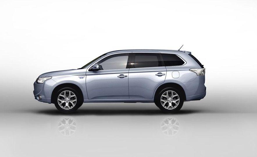 2013 Mitsubishi Outlander Plug-In Hybrid - Slide 4