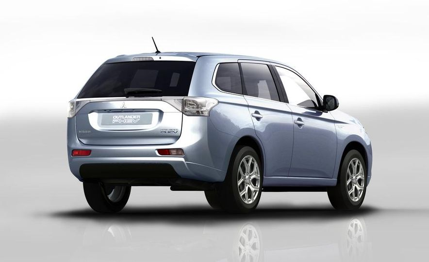 2013 Mitsubishi Outlander Plug-In Hybrid - Slide 5