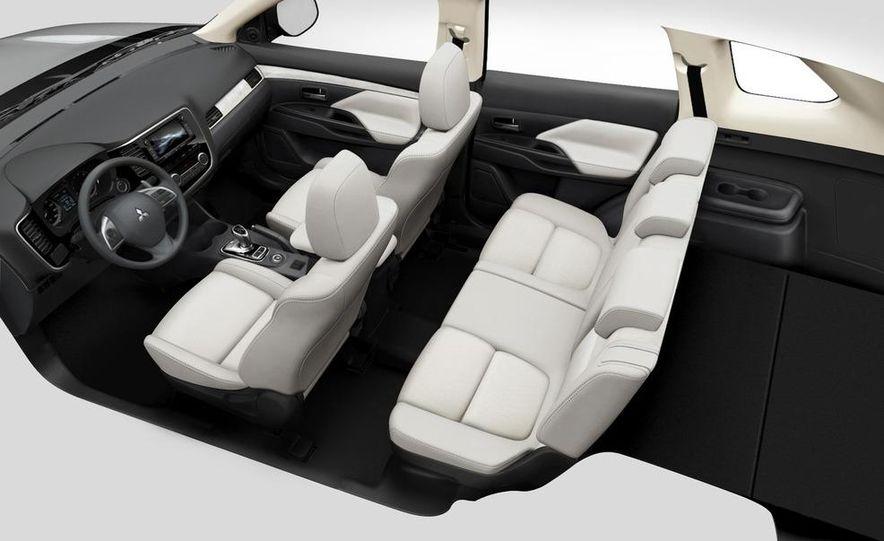 2013 Mitsubishi Outlander Plug-In Hybrid - Slide 8