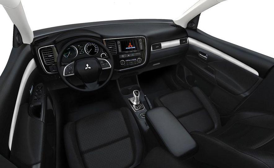 2013 Mitsubishi Outlander Plug-In Hybrid - Slide 9
