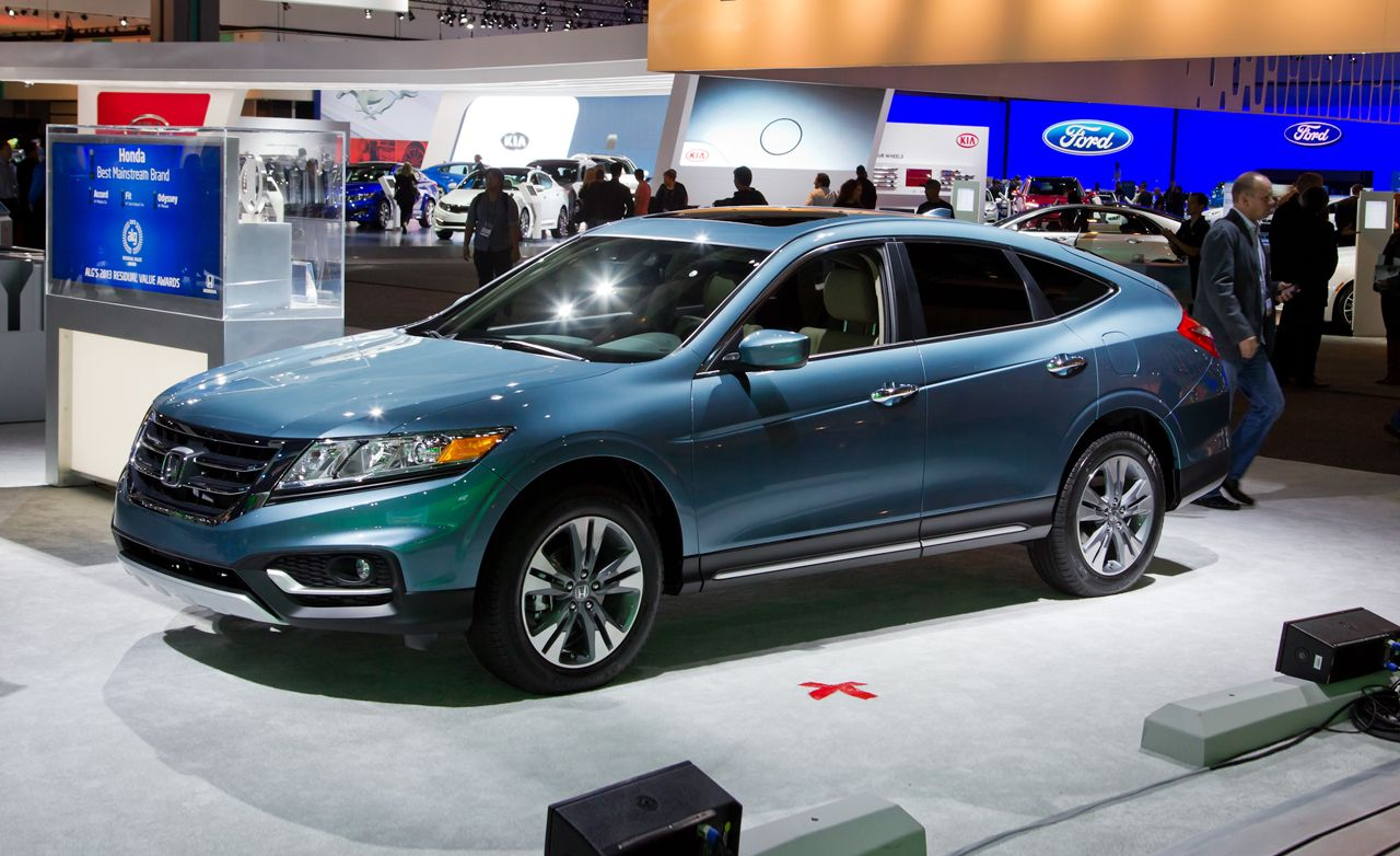 2015 honda crosstour reviews honda crosstour price photos and specs car and driver. Black Bedroom Furniture Sets. Home Design Ideas