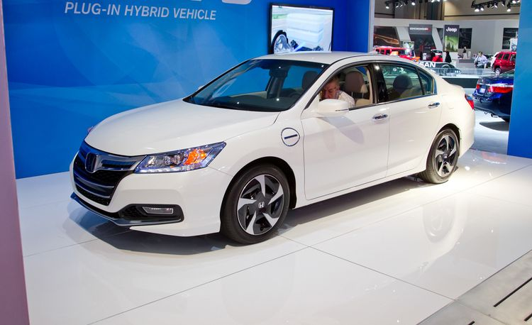 2014 Honda Accord Plug-In and Standard Accord Hybrid Photos and Info