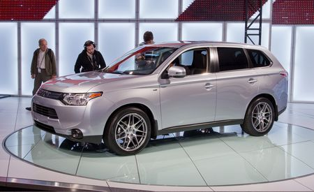 2014 Mitsubishi Outlander Debuts with All-New Styling, Four- and Six-Cylinder Power