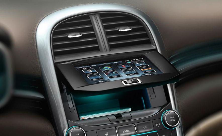 2013 Chevrolet Malibu LTZ - Slide 17