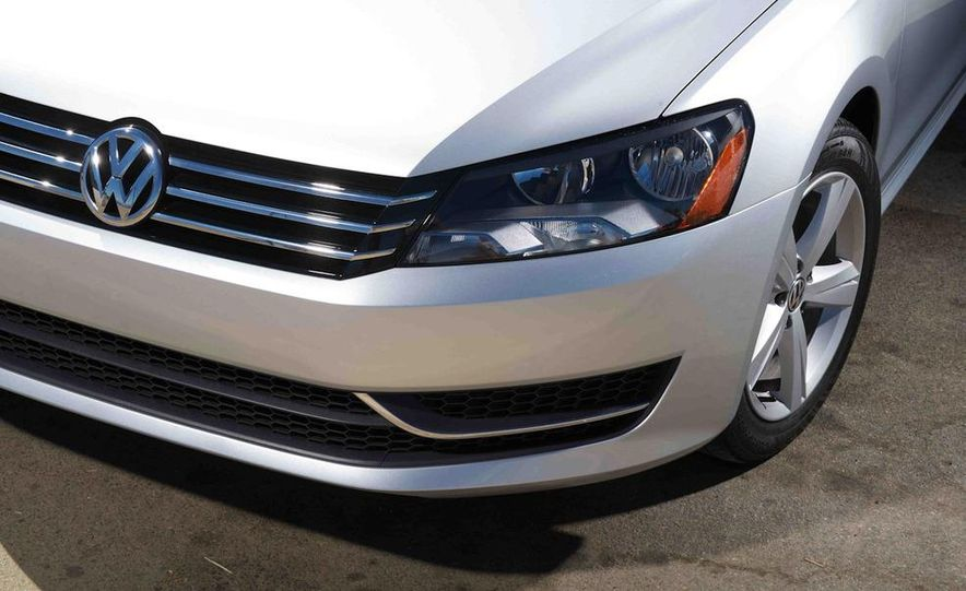 2013 Nissan Altima 2.5 SV sedan, 2012 Volkswagen Passat 2.5 SE, 2013 Honda Accord EX sedan, and 2013 Ford Fusion SE EcoBoost - Slide 82