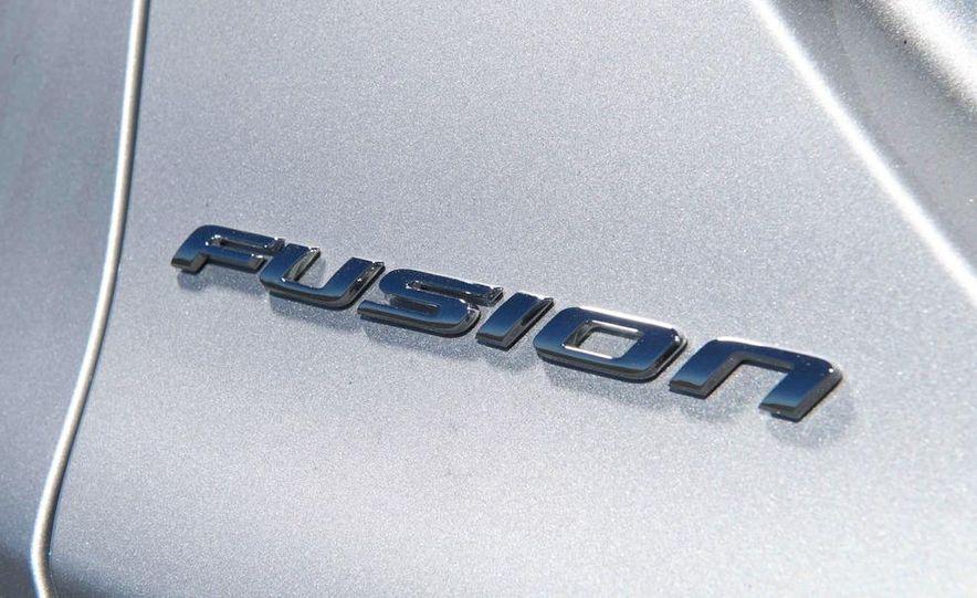 2013 Nissan Altima 2.5 SV sedan, 2012 Volkswagen Passat 2.5 SE, 2013 Honda Accord EX sedan, and 2013 Ford Fusion SE EcoBoost - Slide 24