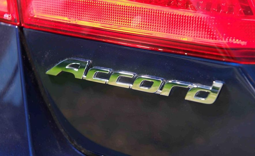 2013 Nissan Altima 2.5 SV sedan, 2012 Volkswagen Passat 2.5 SE, 2013 Honda Accord EX sedan, and 2013 Ford Fusion SE EcoBoost - Slide 45