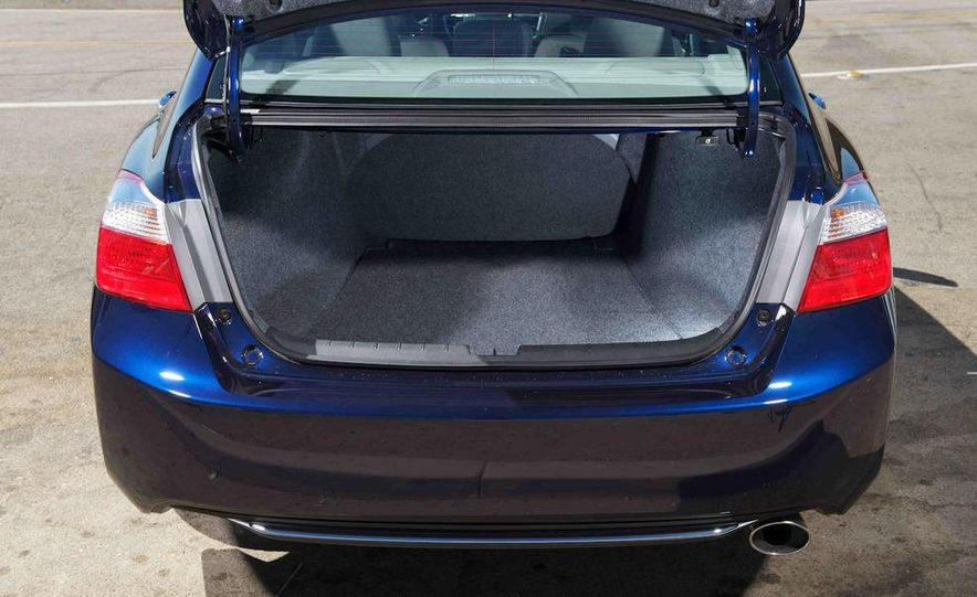 2013 Nissan Altima 2.5 SV sedan, 2012 Volkswagen Passat 2.5 SE, 2013 Honda Accord EX sedan, and 2013 Ford Fusion SE EcoBoost - Slide 54