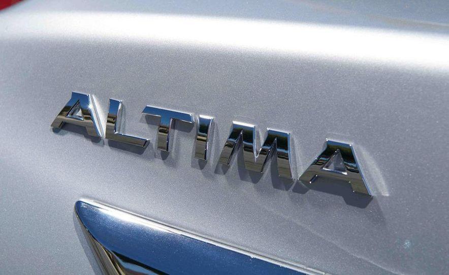 2013 Nissan Altima 2.5 SV sedan, 2012 Volkswagen Passat 2.5 SE, 2013 Honda Accord EX sedan, and 2013 Ford Fusion SE EcoBoost - Slide 65