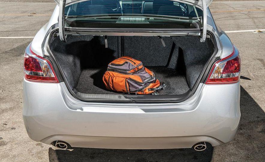 2013 Nissan Altima 2.5 SV sedan, 2012 Volkswagen Passat 2.5 SE, 2013 Honda Accord EX sedan, and 2013 Ford Fusion SE EcoBoost - Slide 76