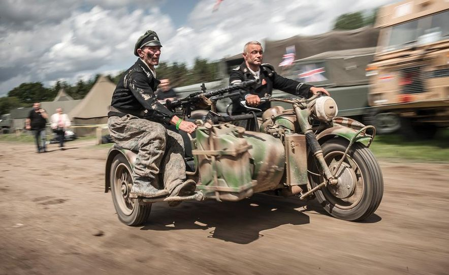 Dogs of War: Airborne reenactors live history in technicolor - Slide 6