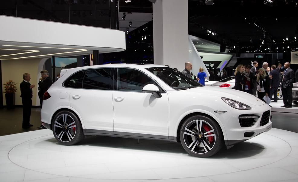2014 porsche cayenne turbo s photo gallery car and driver - Porsche Cayenne Turbo White