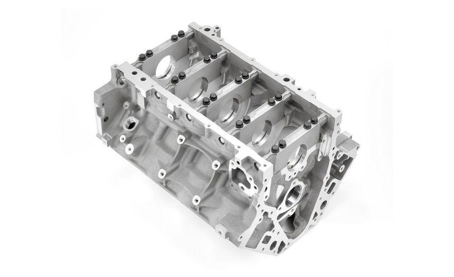 2014 Chevrolet Corvette LT1 6.2-liter V8 VVT DI engine - Slide 11