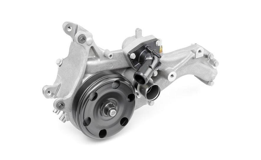 2014 Chevrolet Corvette LT1 6.2-liter V8 VVT DI engine - Slide 17