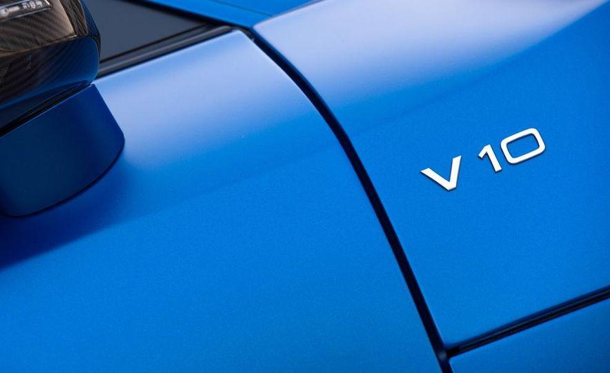 2014 Audi R8 V10, Plus, and Spyder - Slide 18