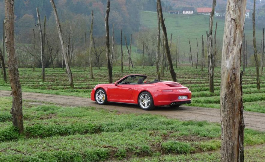 2013 Porsche 911 Carrera 4S Cabriolet - Slide 3