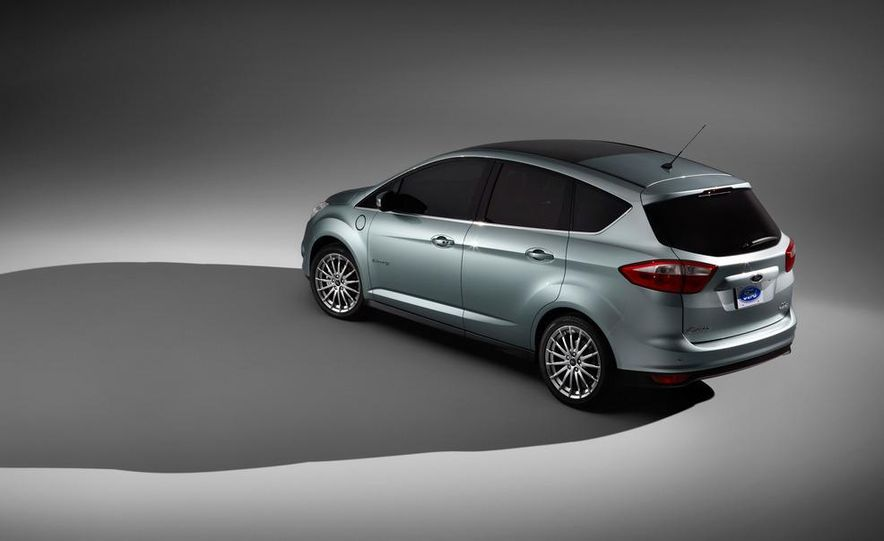 2013 Ford C-Max Energi - Slide 9