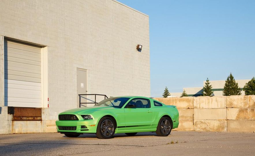 2015 Ford Mustang coupe (spy photo) - Slide 30