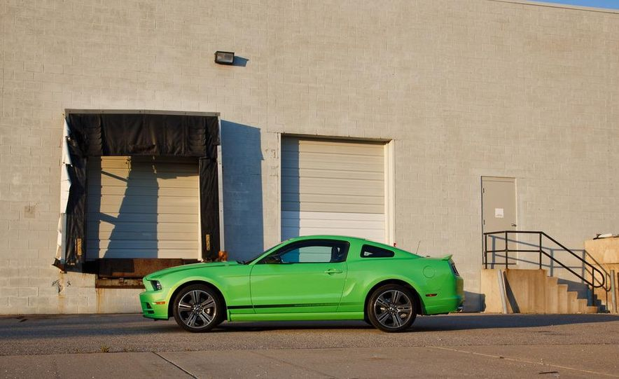 2015 Ford Mustang coupe (spy photo) - Slide 31