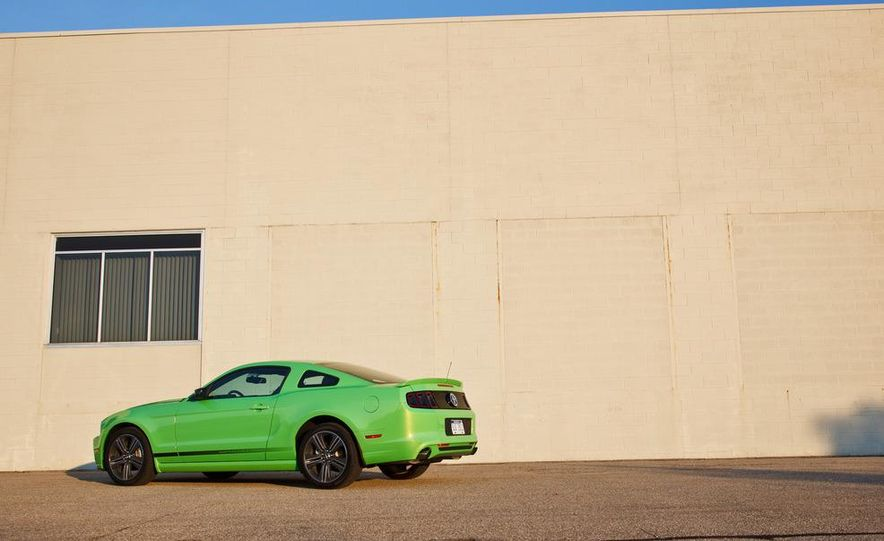 2015 Ford Mustang coupe (spy photo) - Slide 32