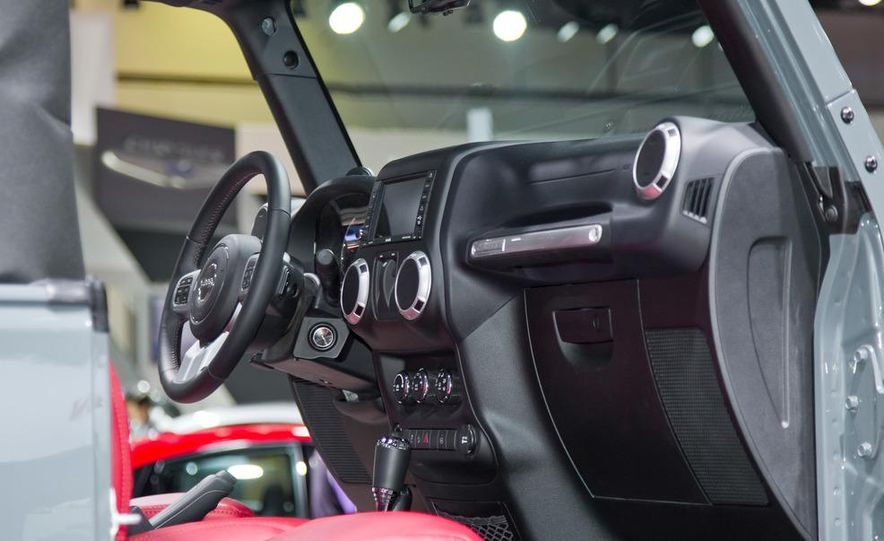 2013 Jeep Wrangler Rubicon 10th Anniversary Edition - Slide 19