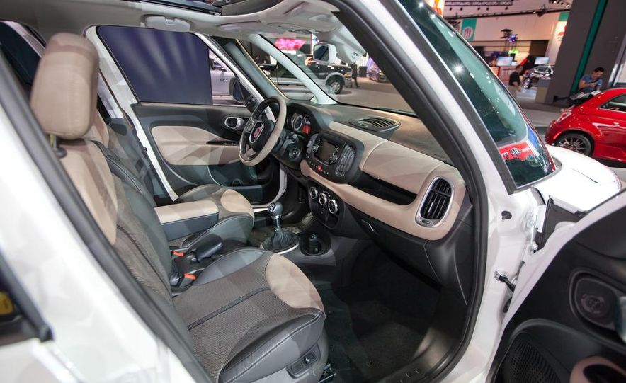 2014 Fiat 500L Trekking - Slide 18