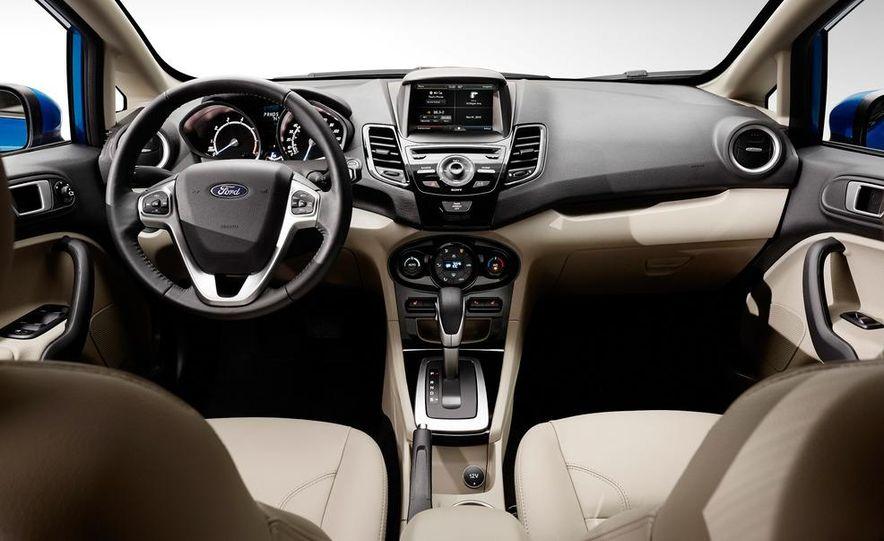2014 Ford Fiesta SE hatchback - Slide 18