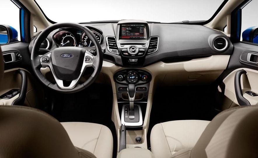 2014 Ford Fiesta SE hatchback - Slide 30