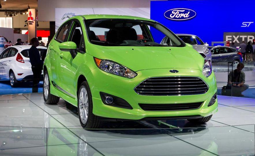 2014 Ford Fiesta SE hatchback - Slide 2