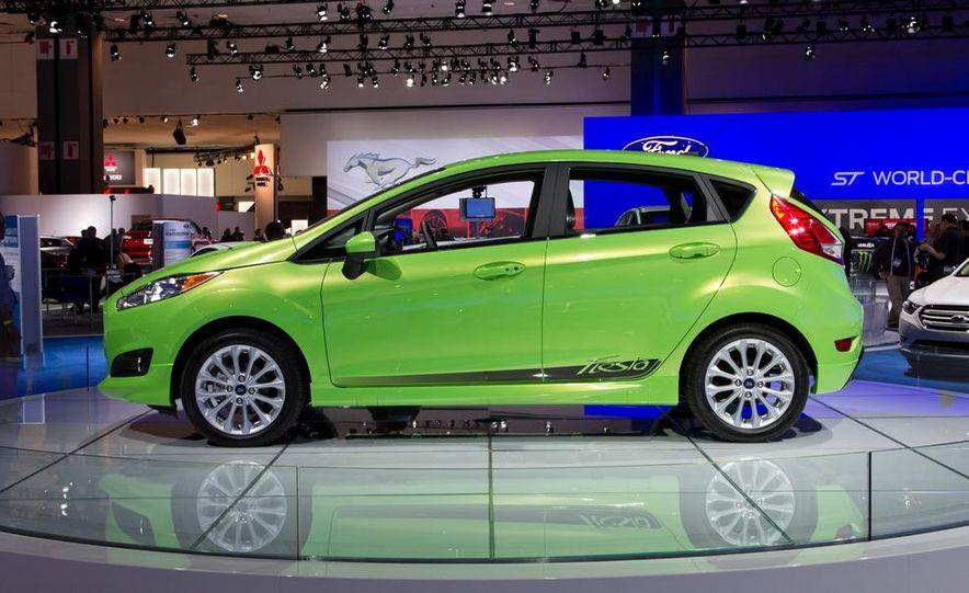 2014 Ford Fiesta SE hatchback - Slide 5