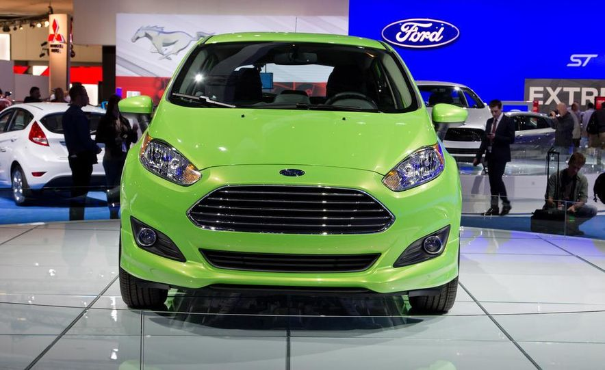 2014 Ford Fiesta SE hatchback - Slide 9