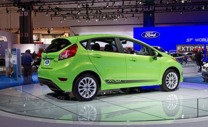 2014 Ford Fiesta SE hatchback - Slide 10