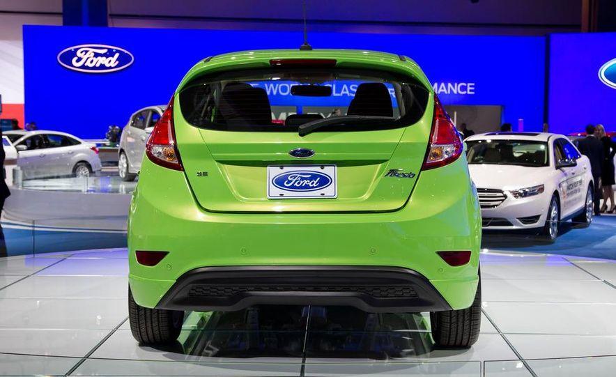 2014 Ford Fiesta SE hatchback - Slide 11