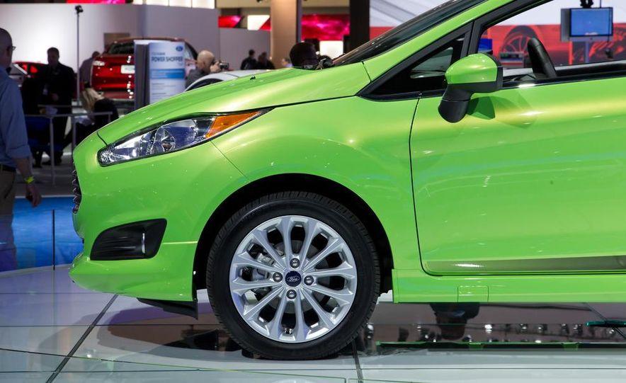 2014 Ford Fiesta SE hatchback - Slide 13