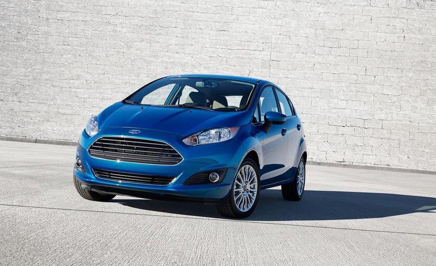 2014 Ford Fiesta SE hatchback - Slide 27