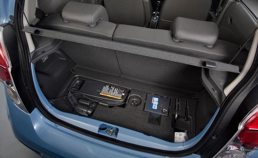 2014 Chevrolet Spark EV - Slide 37