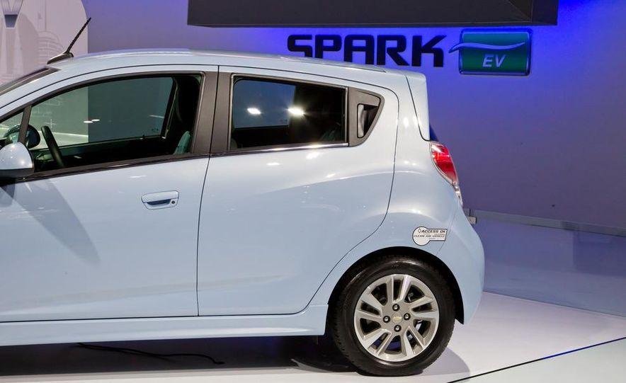 2014 Chevrolet Spark EV - Slide 15